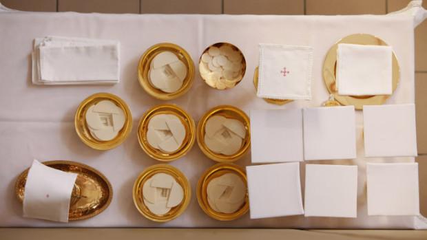 04 novembre 2010: Vases sacrés, messe, Lourdes (65), France.