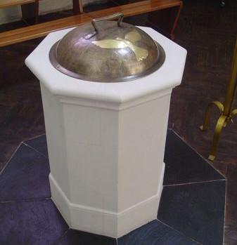 Baptistère de l'église St Marcel de Tiercé (49)