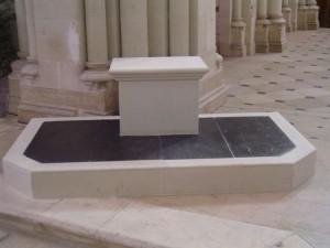 Siège de présidence de l'église Saint Marcel de Tiercé (49)