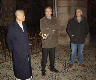 Le Père KIM, Jean-Jacques Faucher, Maire de Brioude et le Maître verrier - Basilique Saint Julien de Brioude