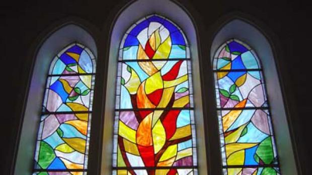 Bernard Preynet, vitrail de la Création, 7ème jour. Église des Villettes (43)