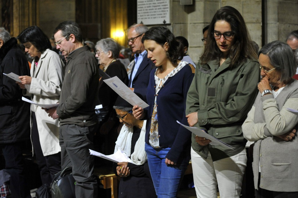 5 Mai 2014: Veillée de prière pour la Vie présidée par le Card. André VINGT-TROIS, archev. de Paris, avec les év. d'Ile-de-France. Cath. Notre-Dame. Paris (75) France. May 5th, 2014: Prayer vigil for Life presided by Cardinal André VINGT-TROIS with the bishops of Ile-de-France. Notre-Dame Cath. Paris (75) France.