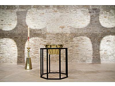 Baptistère et chandelier pascal de l'église Notre Dame d'Urville-Nacqueville