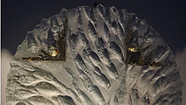 Tabernacle de la Maison de la Parole à Meudon Verre diaphane / coffre en acier poli, Installation le 5 janvier 2012, diamètre 0.60 m
