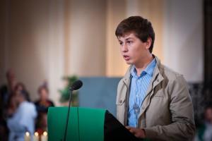 9 octobre 2011: Lecture par un jeune laïc lors de la messe célébrée dans le cadre des Etats Généraux du Christianisme organisés par La Vie, Lille (59), France.