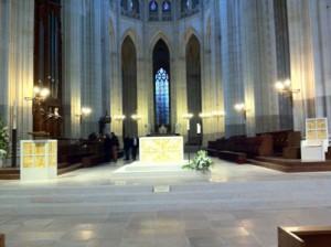 Vue d'ensemble de l'aménagement liturgique de la Cathédrale de Nantes