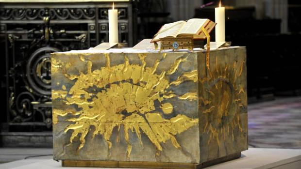 15 mai 2011 : Autel de l'égl. Saint Germain l'Auxerrois. Paris (75) France.   May 15th, 2011 : Altar of Saint Germain l'Auxerrois ch. Paris (75) France.