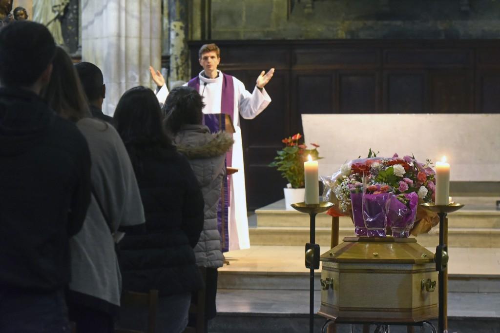 6 Octobre 2015 : Messe de funérailles célébrée par P. Thomas de BOISGELIN. Egl. Notre-Dame des Vertus. Aubervilliers (93) France. October 6th, 2015: Funeral mass. Notre-Dame des Vertus ch. Aubervilliers (93) France.