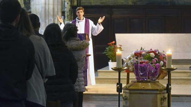 6 Octobre 2015 : Messe de funérailles célébrée par P. Thomas de BOISGELIN. Egl. Notre-Dame des Vertus. Aubervilliers (93) France.