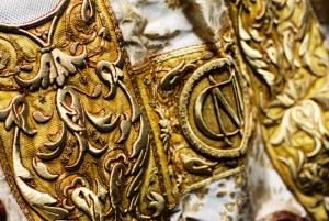 Détail d'une chape (broderies en fils d'or), Sylvanès (12), France.