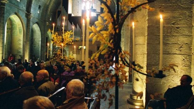 élébration de la Toussaint dans l'église de l'abbaye de Sylvanes