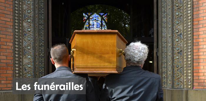 7 octobre 2015 : Messe de funérailles célébrée par P. Gérard BOUVIER. Egl. Saint-Jean-de-Montmartre. Encensement. Paris (75) France.  October 7th, 2015: Funeral mass. Church of St-Jean-de-Montmartre, Paris, France.