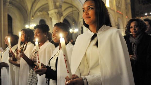 30 mars 2013 : Vigile pascale. Paroisse Saint-Ambroise, Paris (75) France.  March 30, 2013 : Easter vigil in Saint-Ambroise parish. Paris (75), France.