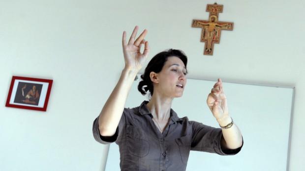 13 juillet 2010 : Cour de chant par Caroline GAULON lors des 10èmes Estivales de chant liturgique, Abbaye d'Ourscamp (60), France.