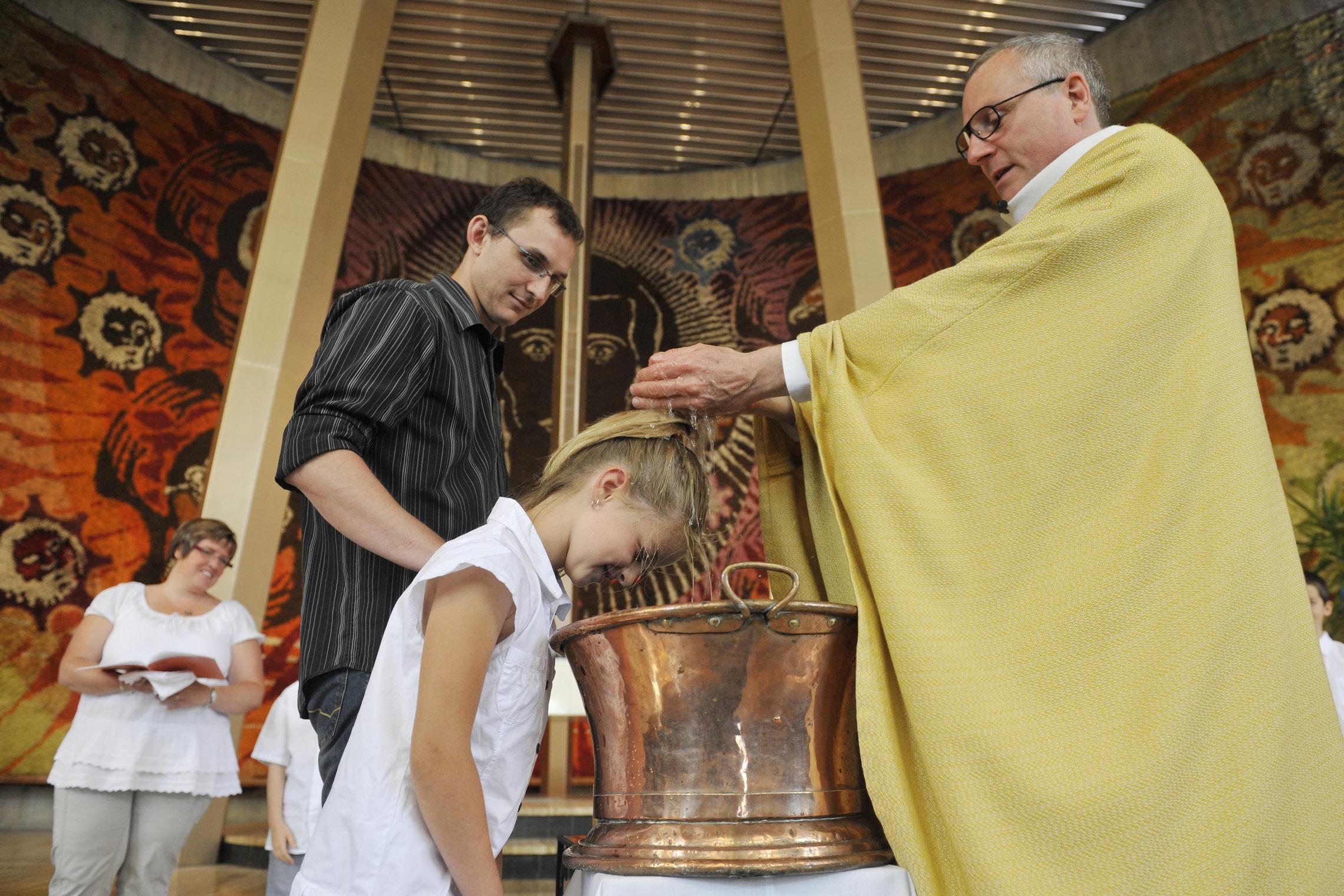 18cd2b49983c4 Le ministre du baptême - Liturgie catholique