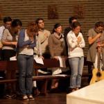 13 avril 2011: Les jeunes d'Anuncio animent la célébration de pénitence et de réconciliation à la paroisse Saint Louis des Français de Madrid. Une dizaine de jeunes d'Anuncio (7 Français, 1 Anglaise, 1 Espagnol et 1 Colombienne) vivent en communauté depuis octobre 2010 à la Casa Anuncio pour un an de vie de prière et de formation sur la foi catholique, et d'apostolat en organisant le Festival Anuncio aux JMJ. Madrid, Espagne.  April 13, 2011: Casa Anuncio at Madrid, a group of youths live in community for a year to prepare the Anuncio Festival at the WYD (World Youth Day). Madrid, Spain.