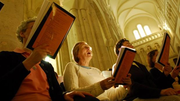 18-25 juillet 2007: Cours de chorale lors du stage national de chant liturgique organisé par ANCOLI. Abbaye de Montebourg (50), France.