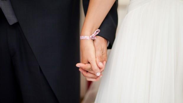 Juillet 2012 : cérémonie religieuse lors d'un mariage catholique, dans le centre de la France.