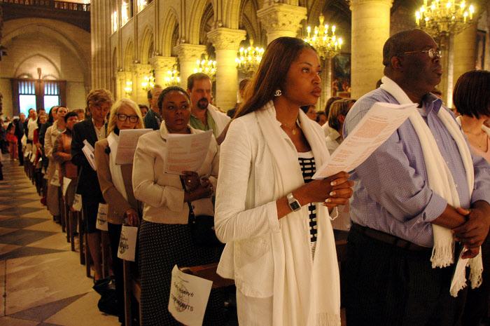 3 juin 2006: Confirmations des adultes du diocèse de Paris lors de la messe du soir de Pentecôte à Notre Dame.