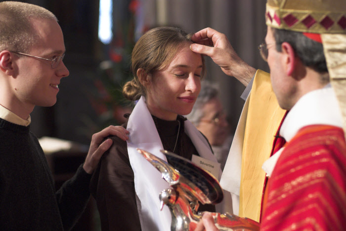 03 juin 2006 : Cathédrale Saint Jean, confirmation des adultes. La célébration est présidée par Mgr Barbarin