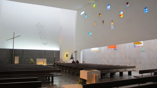 Baptistère et autel de Notre-Dame du Rosaire aux Lilas (93)
