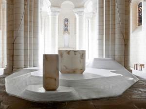 Ambon et autel, Saint Hilaire de Melle, aménagement liturgique par Mathieu Lehanneur