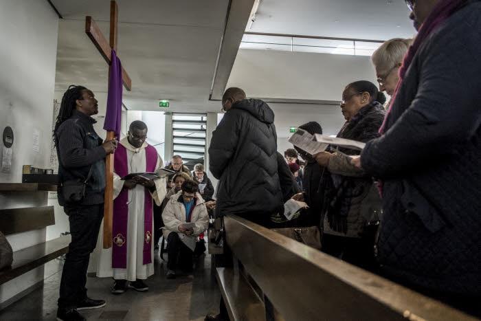 25 mars 2016 : Chemin de croix du vendredi Saint en l'église Notre Dame du Rosaire. Les Lilas (93), France.