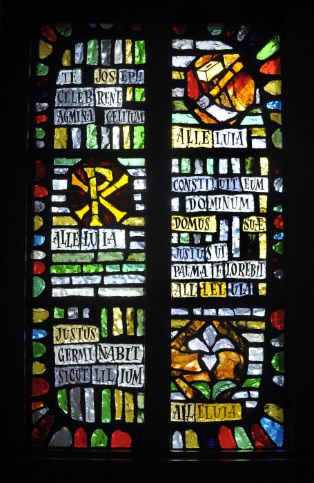 """Mai 2010: """"Te Joseph celebrent agmina caelitum"""", hymne des laudes de la St Joseph, Vitrail de la chap. de la Providence, Rouen (76), France. May 2010: Stainglass, La Providence, Rouen, France."""