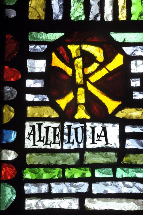 """Mai 2010: Chrisme et """"Alleluia"""", Vitrail de la chap. de la Providence, Rouen (76), France. May 2010: Stainglass, La Providence, Rouen, France."""