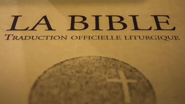 22 novembre 2013 : Livraison de la nouvelle version de la bible à la librairie La Procure, Paris (75), France.  November 22th 2013 : Reception of the new bible at the library La Procure in Paris (75), France.