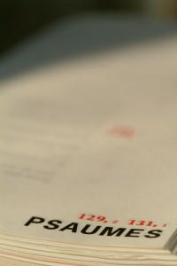 Edition de La Bible des écrivains parue chez Bayard en 2001, livre ouvert : les Psaumes.