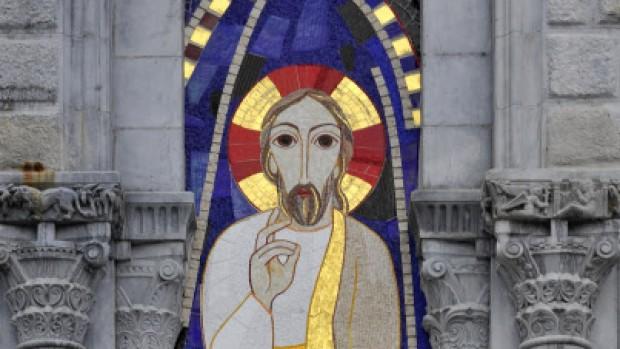 13 Août 2013 : La Transfiguration du Christ, mosaïque (oeuvre de Marko Ivan Rupnik) sur la façade de la basilique Notre-Dame du Rosaire. Lourdes (64) France.  August 13th, 2013 : National Pilgrimage in Lourdes (64) France.