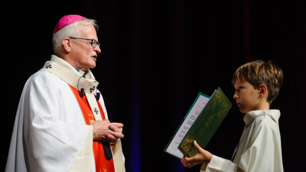 "20 octobre 2013 : Messe présidée par Mgr Jean-Charles DESCUBES, alors archevêque de Rouen, lors de la ""Fête de la parole"" organisée par le diocèse de Rouen au Zénith de Rouen (76), France.  October 20, 2013: Party of the Word organized by the Diocese of Rouen, in Rouen, France."