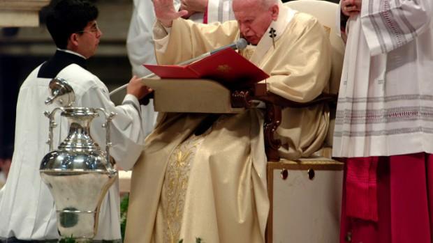 ROME: JEAN PAUL II SIGNE SA NOUVELLE ENCYCLIQUE SUR L'EUCHARISTIE.