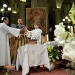 07 avril 2012 : Le p. François GONON, curé, lors de baptêmes d'adulte, egl. Saint Nicolas des Champs, Paris (75), France.