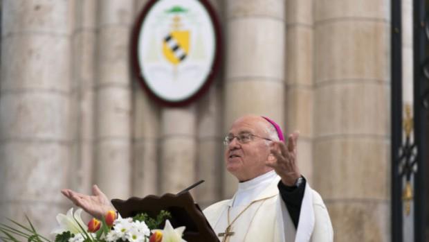 20 avril 2014 : Messe de Pâques en présence de Mgr Yves PATENÔTRE, archevêque de Sens, évêque d'Auxerre et célébration des 850 ans de la consécration de la cathédrale St Étienne de Sens (89), France.