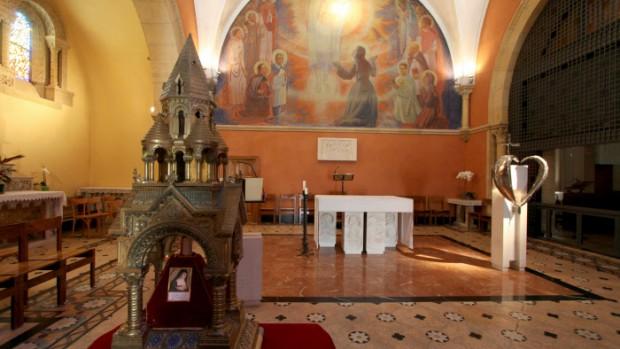 Juillet 2010: Chapelle de la Visitation. C'est dans ce lieu, aussi nommé chapelle des Apparitions, que le Christ apparut à Ste Marguerite-Marie entre 1673 et 1675.  Paray le Monial,  (71), France.  Juillet 2010: Gathering around the sanctuaries of Paray Monial (71), France.