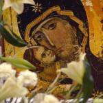 17 avril 2005: Icone d'une Vierge à l'enfant, veillée de prière pour l'ouverture du conclave, bas. du Sacré Coeur, Paris (75), France.
