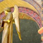 3 août 2014 : Sculpture représentant un ange. Cathédrale Saint Etienne, Cahors(46), France.  August 3, 2014: Angel, St Etienne Cathedral, Cahors, France.