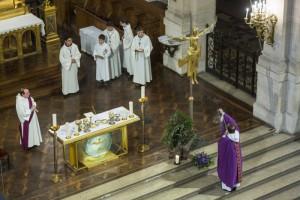 01 décembre 2013 : Messe lors du premier dimanche de l'Avent. Eglise de la Trinité, Paris (75), France. December 01, 2013: Advent periode. Eglise de la Trinité, Paris, France.