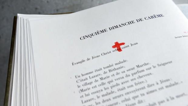 3 avril 2017 : Evangéliaire ouvert. Maison d'Eglise Notre-Dame de Pentecôte. Esplanade de la Défense, Puteaux (92), France.