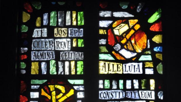 """Mai 2010 : """"Te Joseph celebrent agmina caelitum"""", hymne des laudes de la St Joseph, Dérail du vitrail de la chapelle de la Providence, Rouen (76), France."""