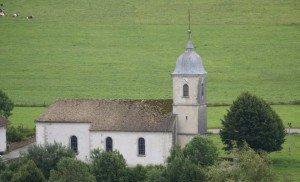 Chapelle Saint-Michel des Bréseux, Doubs. L'église (du XVIIIe siècle) est située un peu en-dehors du village.
