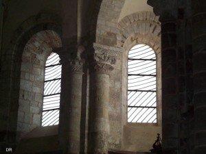 Vitraux de Pierre Soulages dans l'abbatiale Sainte Foy de Conques
