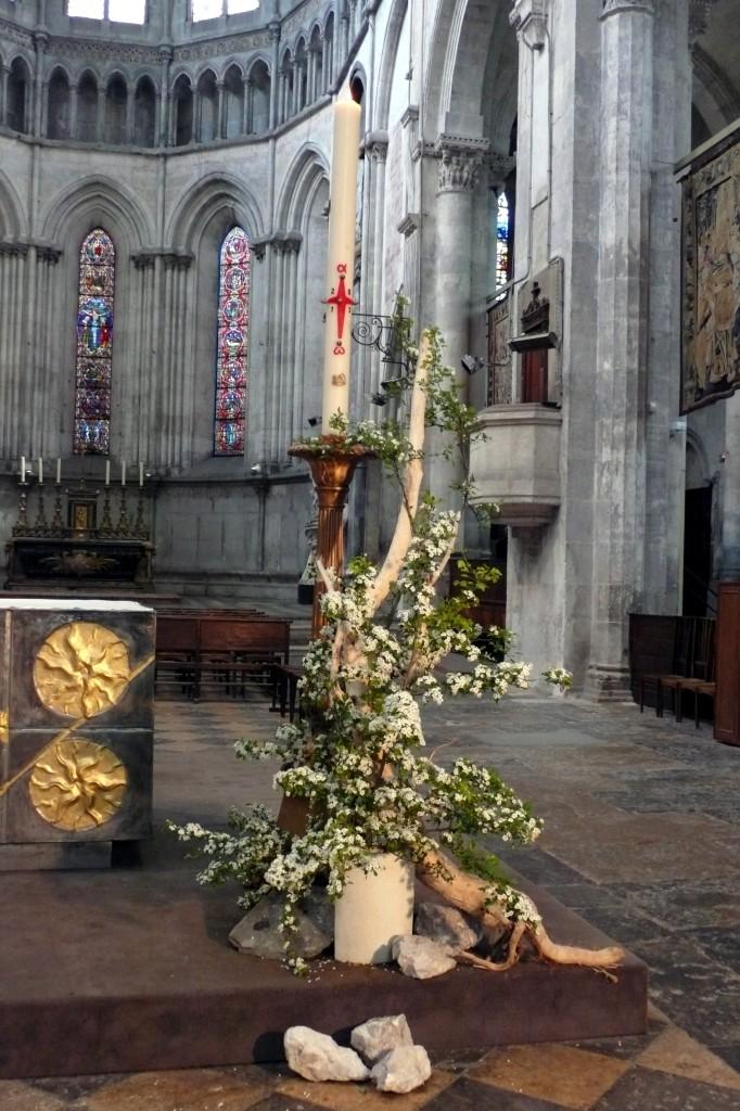 composition-florale-cierge