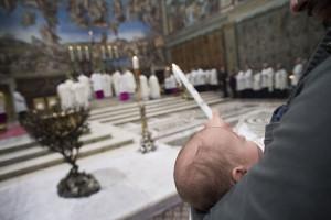 7 janvier 2018 : Bébé lors de la messe du Baptême du Seigneur célébrée en la chapelle Sixtine au Vatican.