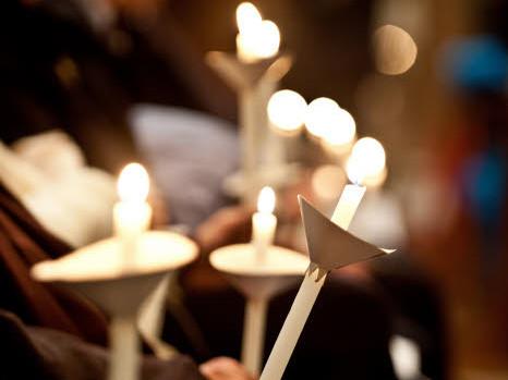 16 novembre 2015 : Prière pour la paix de la Communauté de Sant'Egidio, en mémoire de ceux qui ont perdu la vie dans les attaques terroristes en France. Basilique Sainte-Marie-du-Trastevere, Rome, Italie.