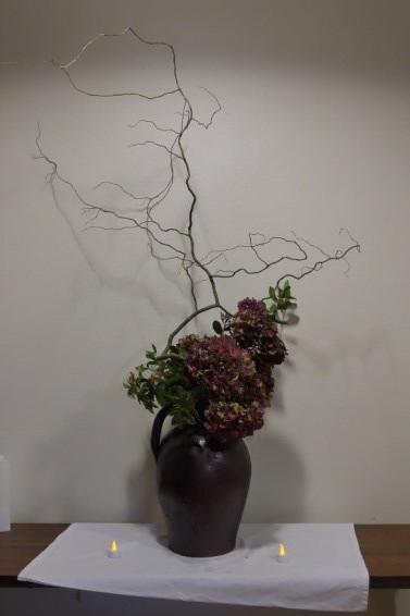 Hortensia et branches de Saule tortueux.
