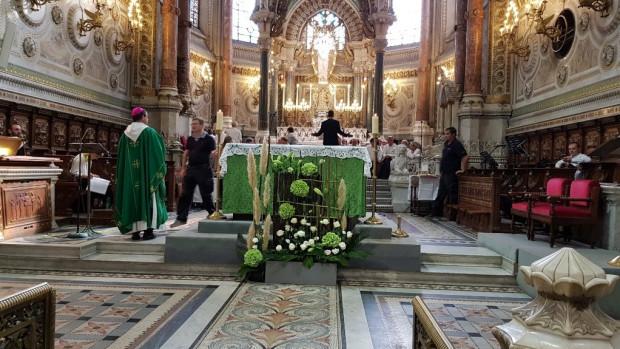 Messe Laudato Si' pour la Création, présidée par Mgr Emmanuel Gobilliard, composée par Jean-Baptiste Pinault, lauréat du concours 2017, avec le Grand Choeur de l'UCLy, solistes, quatuor de cuivres et orgue.