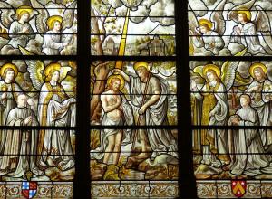 Vitrail représentant le baptême du Seigneur par Jean le Baptiste.